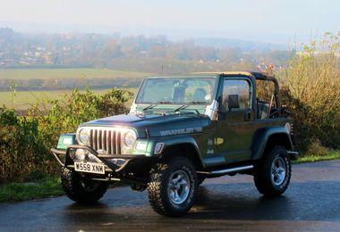 SOLD - Jeep Wrangler: 4.0L Sahara 2000 (W558 XNM)