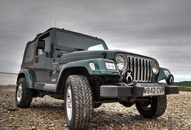 SOLD - Jeep Wrangler 4.0L Sahara 2000 (W824 CVP)