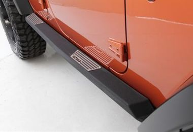 Rock Slider with Step, JK 4 Door (SB76898 / JM-03153 / Smittybilt)